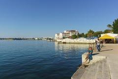 基于黑海的岸 城市码头,一个美丽的南部的城市 库存图片