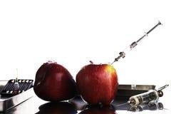 基因上修改过的食物,苹果抽了与化学制品 图库摄影