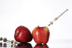 基因上修改过的食物,苹果抽了与化学制品 库存图片