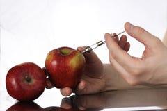 基因上修改过的食物,苹果抽了与化学制品 库存照片