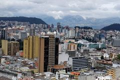 基多,厄瓜多尔的新的部分的顶上的看法 图库摄影