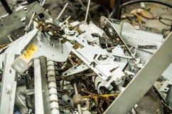 基多,厄瓜多尔, 2017年7月, 10日:关闭电子回收的一台小型计算机零件 免版税库存照片