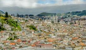 基多,厄瓜多尔, 2018年2月02日:全国誓愿的大教堂的鸟瞰图位于历史的中心  免版税图库摄影