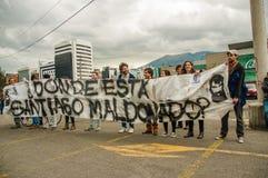基多,厄瓜多尔- 2017年10月11日:关闭对负阿根廷的爱好者穿他的正式橄榄球衬衣和  免版税库存图片