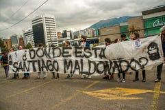 基多,厄瓜多尔- 2017年10月11日:关闭对负阿根廷的爱好者穿他的正式橄榄球衬衣和  库存照片