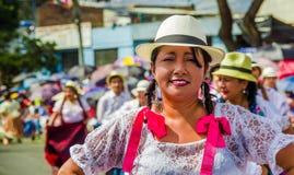 基多,厄瓜多尔- 2018年1月31日:关闭穿本地产的衣裳的未认出的妇女在一次游行期间在基多 免版税库存照片