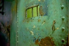 基多,厄瓜多尔- 2016年11月23日:关闭老生锈的金属门,在老监狱的刑事加西亚莫尔诺 库存图片