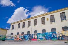 基多,厄瓜多尔- 2016年11月23日:在后院墙壁的艺术在老监狱刑事加西亚莫尔诺里面在城市  免版税图库摄影