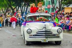 基多,厄瓜多尔- 2018年1月31日:在的一辆clasic汽车里面的未认出的人在一次游行期间在基多,厄瓜多尔 库存照片