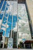 基多,厄瓜多尔- 2017年1月02日:室外观点的一个巨大的MAGAP大厦的输入的,部未认出的人 库存照片