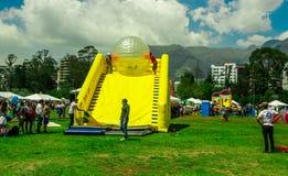 基多,厄瓜多尔- 2017年11月28日:室外观点的在的巨型可膨胀的透明球里面的未认出的人 免版税库存照片