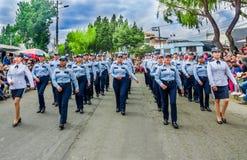基多,厄瓜多尔- 2018年1月31日:室外观点的进来未认出的小组的妇女穿警察制服和 免版税库存照片
