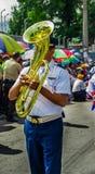 基多,厄瓜多尔- 2018年1月31日:小组行军的年轻学校学生女孩在基多庆祝`游行 库存照片