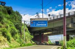 基多,厄瓜多尔- 2017年11月23日:情报标志室外看法接近桥梁的,参观在a的市政转储 免版税库存图片