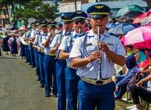 基多,厄瓜多尔- 2018年1月31日:演奏长笛的未认出的人在一次游行期间在基多,厄瓜多尔 免版税库存图片