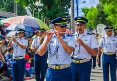 基多,厄瓜多尔- 2018年1月31日:演奏长笛的未认出的人民在一次游行期间在基多,厄瓜多尔 库存照片