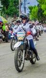 基多,厄瓜多尔- 2018年1月31日:穿警察制服和驾驶摩托车的未认出的人在游行期间  免版税库存照片