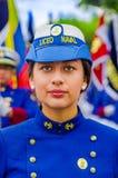 基多,厄瓜多尔- 2018年1月31日:穿Liceo的一件蓝色制服unidentifed妇女画象海军和走 图库摄影