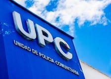 基多,厄瓜多尔- 2017年1月02日:UPC, comunitary警察小分队的标志词的室外看法,与在的商标 免版税库存照片