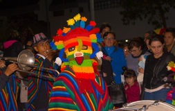基多,厄瓜多尔- 2016年2月02日:一个未认出的人穿戴了参加Diablada,与一个五颜六色的面具 免版税图库摄影