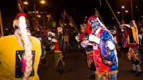基多,厄瓜多尔- 2016年2月02日:一个未认出的人穿戴了参加Diablada,与五颜六色 免版税库存照片