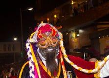 基多,厄瓜多尔- 2016年2月02日:一个未认出的人穿戴了参加Diablada,与在他的一个面具 免版税库存照片