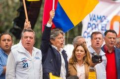 基多,厄瓜多尔- 2017年3月26日:吉列尔莫套索, CREO运动的候选人,与他的二项式一起, Andres Paez 免版税图库摄影