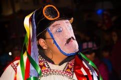 基多,厄瓜多尔- 2016年2月02日:在Diablada期间,一个未认出的人装饰了面具 免版税库存照片
