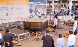 基多,厄瓜多尔- 2017年3月5日:最大的locro汤准备和的Locro费斯特,事件的准备 库存图片