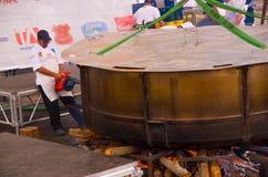 基多,厄瓜多尔- 2017年3月5日:最大的locro汤准备和的Locro费斯特,事件的准备 库存照片