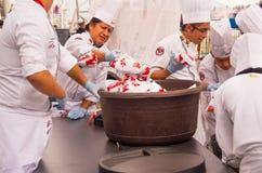 基多,厄瓜多尔- 2017年3月5日:最大的locro汤准备和的Locro费斯特,事件的准备 图库摄影