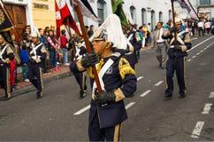 基多,厄瓜多尔- 2016年12月09日:有服装的未认出的人在街道前进在游行期间  免版税图库摄影
