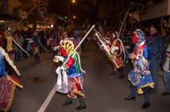 基多,厄瓜多尔- 2016年2月02日:有跳舞在街道的风俗的未认出的人 免版税库存照片