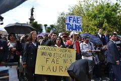 基多,厄瓜多尔- 2017年5月07日:未认出的人抗议得到正派与而不是指定合同一起使用 免版税图库摄影