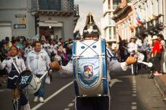 基多,厄瓜多尔- 2016年12月09日:未认出的游行乐队人是在游行在基多,厄瓜多尔 图库摄影