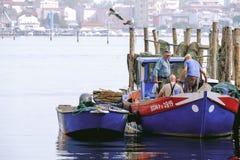 基奥贾,意大利港的年长渔夫  库存图片
