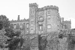 基尔肯尼城堡河沿视图在爱尔兰 库存图片