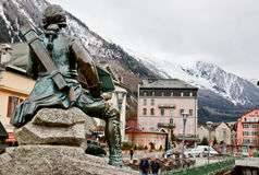 基布里埃尔・ Michel ・ Paccard博士雕象, Chamonix,法国 库存照片