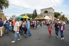 基希纳乌,摩尔多瓦- 2016年10月1共和国日:在中心广场的庆祝全国酒天资本 免版税库存照片