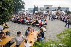 基希纳乌,摩尔多瓦- 2016年10月1共和国日:在中心广场的庆祝全国酒天资本 库存照片