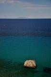 基度山从Giglio海岛,意大利的海岛视图 免版税库存图片