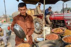 巴基斯坦摊贩的画象在拉合尔堡,拉合尔,旁遮普邦,巴基斯坦附近的 图库摄影