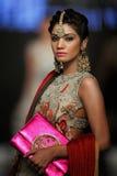 巴基斯坦时尚设计委员会(PFDC)秋天时尚星期2012年 图库摄影