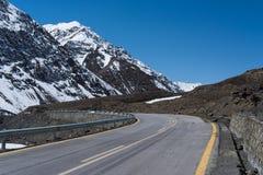 从巴基斯坦的喀喇昆仑高速公路向中国,红其拉甫,基尔吉特Balt 免版税库存图片