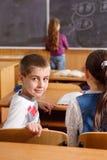 基本学生在课程期间的教室 免版税库存照片