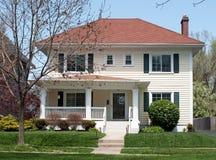 基本的二层楼的房子 免版税图库摄影