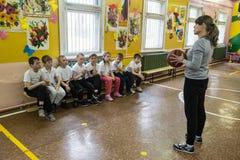 基本的成绩的孩子的体育教训  库存照片