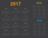 基本的日历模板,几年2017年2018年2019年,灰色背景 库存图片