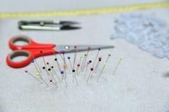 基本的裁缝辅助部件准备好任务 图库摄影