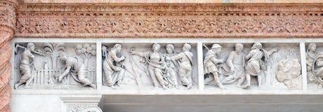 基督在抹大拉的马利亚庭院,抹大拉的马利亚指出救世主,并且耶稣伴随门徒的旅途 免版税库存照片